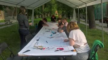 Podczas trzech dni w proces tworzenia haftowanego kolażu włączyło się około 100 osób.