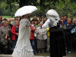Wielka Historia czy mała historia? Na naszych spacerach pokazujemy dawne życie w Łodzi z różnych stron.